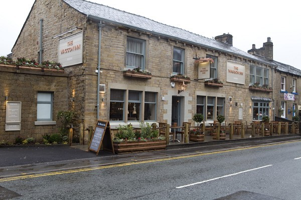the-waggon-inn-uppermill-bar-restaurant-saddleworth