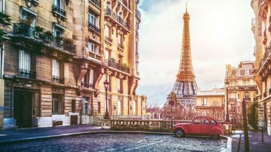eiffel-tower-in-paris-not-just-travel-lorraine-robinson