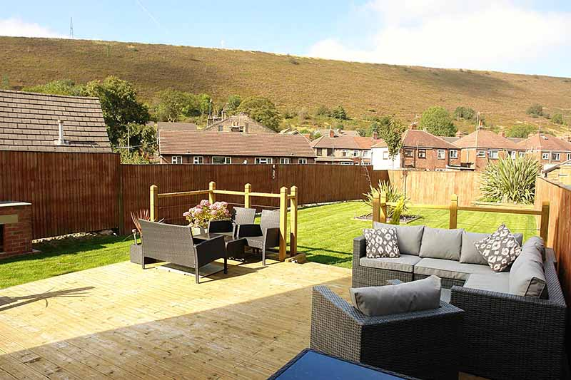 houses-for-sale-mossley-kirkham-property-20-shire-croft-decking