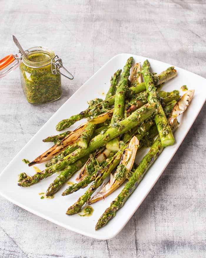 Vegan-Griddled-British-asparagus-and-shallots-with-salsa-verde