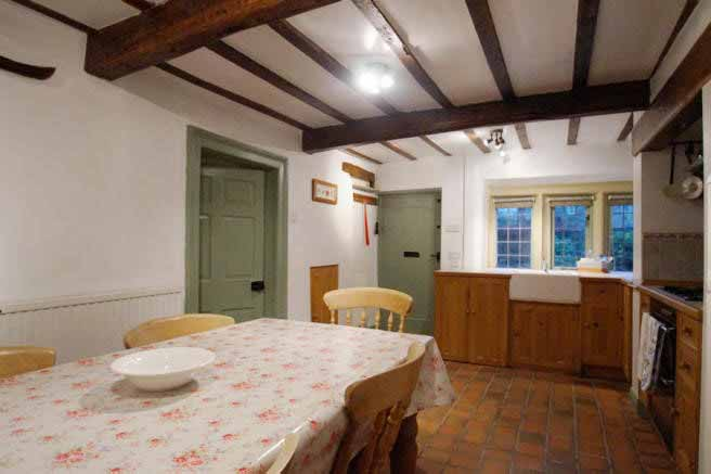 Dreamy-cottage-kitchen