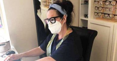 local-optician-allegro-optical-greenfield-sheryl-working-in-ppe-700x390
